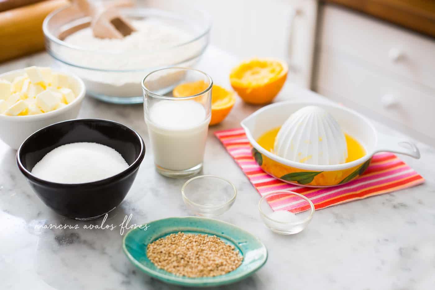 Pan de Muerto Receta Mexicana Casera - Ingredientes listos para preparar la receta.