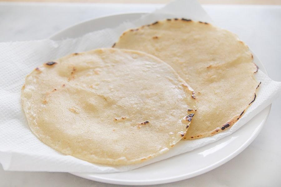 Tortillas fritte per huevos rancheros