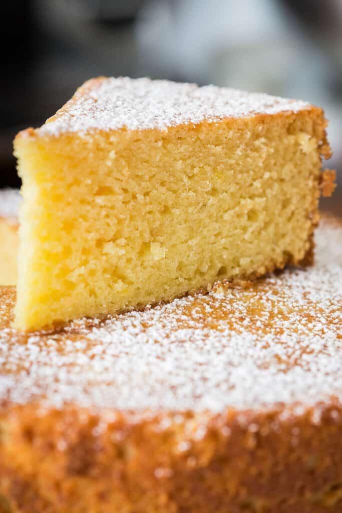 Fetta di torta di ricotta sofficissima.