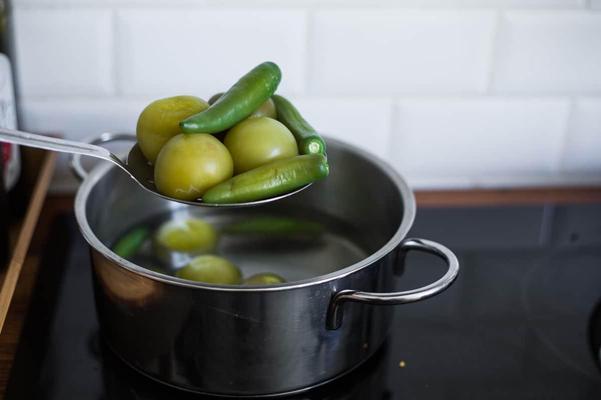 serranos e tomatillos appena cotti.