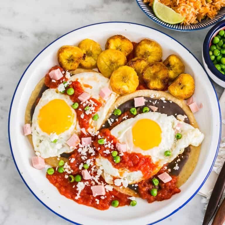 Huevos Motuleños. The authentic recipe.