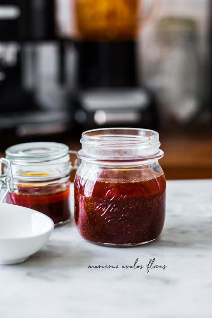 Salsa de chile de árbol con aceite. Envasada en frascos.