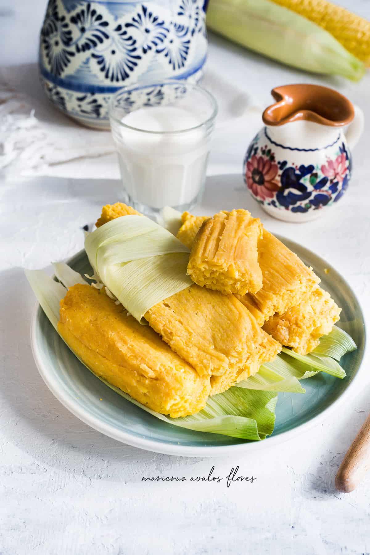 Tamales de elote mexicanos. Receta de tamales dulces.