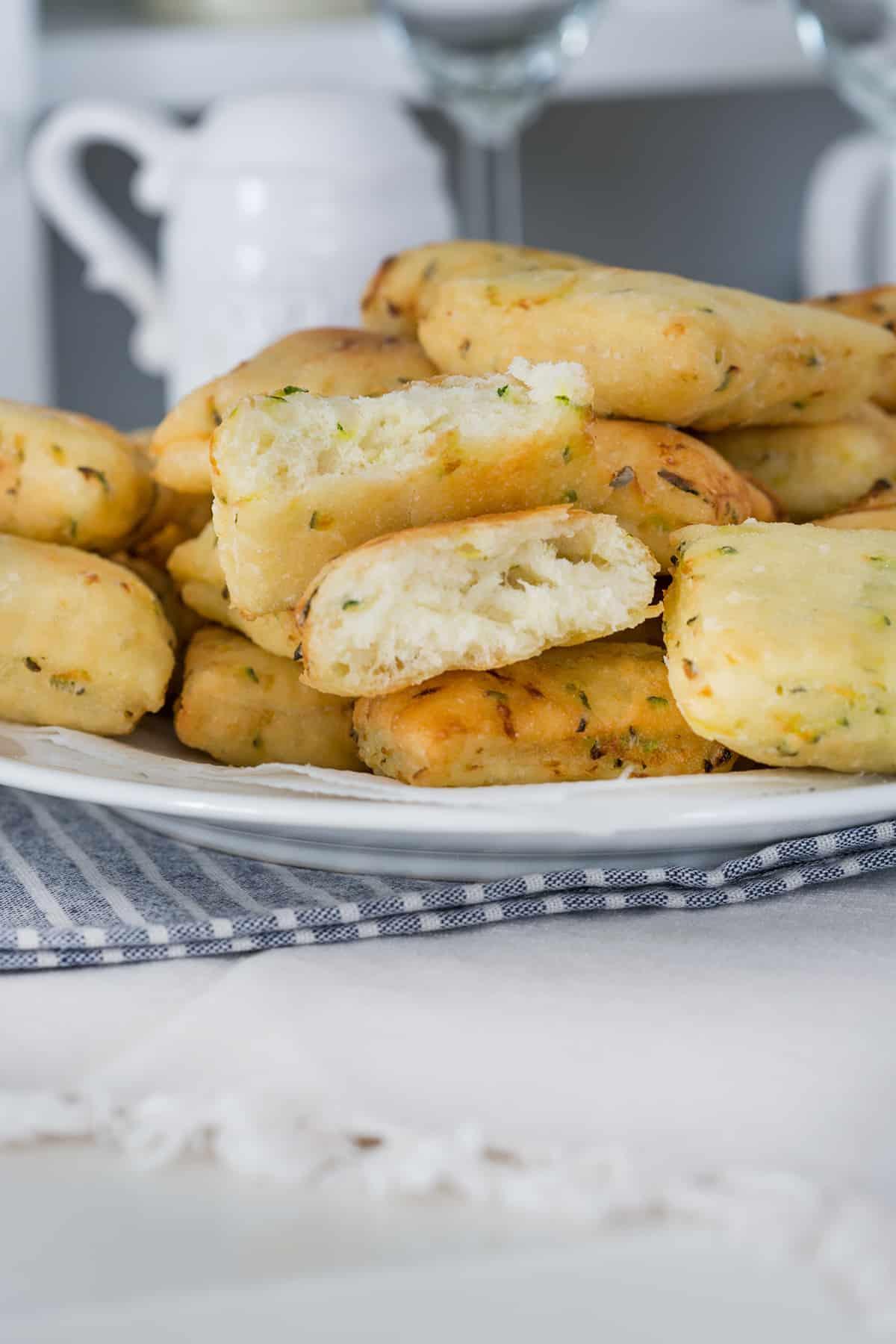 zeppole receta salada con calabacines. Con el centro esponjoso y fuera una textura crujiente