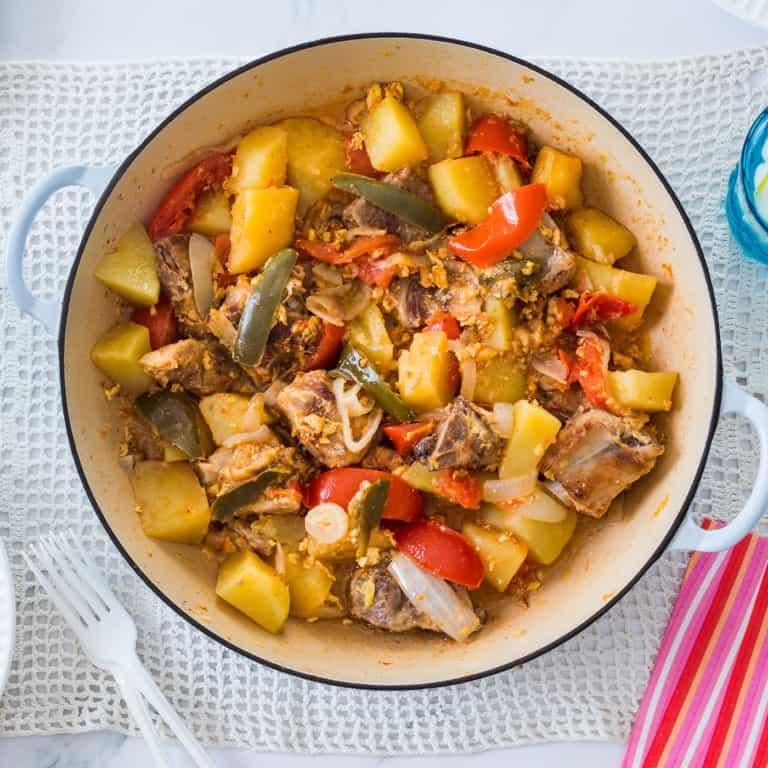 Costillas de Cerdo con Papas (pork ribs and potatoes)