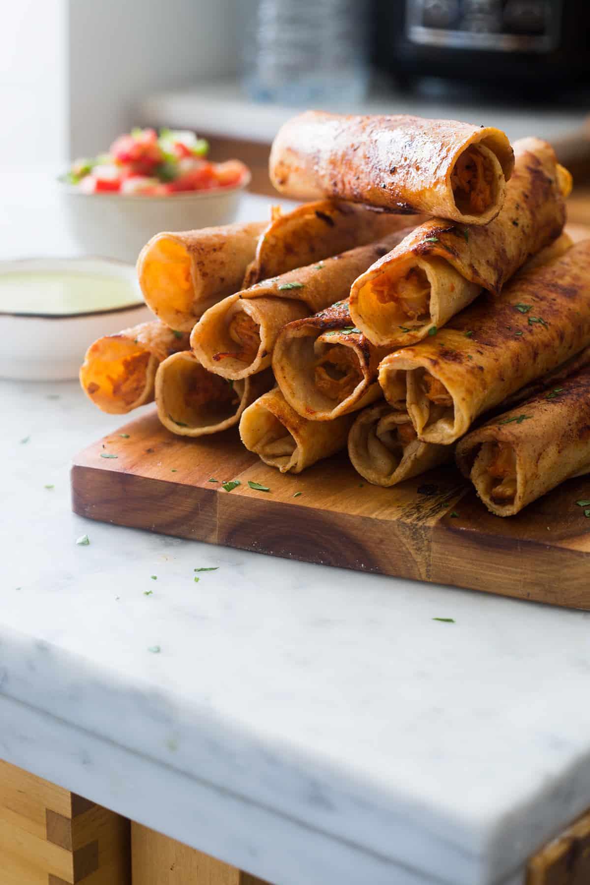 Flautas de pollo al chipotle y queso