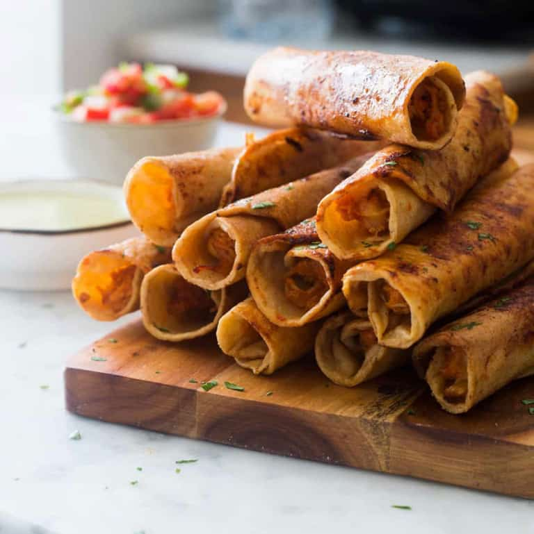 Chicken and cheese taquitos | The perfect crunchy appetizer