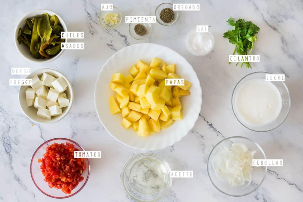 Ingredientes para caldo de papa (chiles asados, ajo, pimienta, sal, oregano, cilantro, leche, cebollas, papas, tomates, queso fresco.)