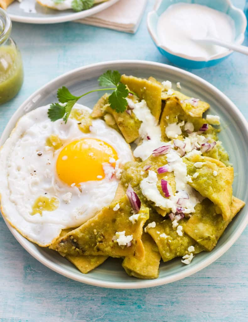 Chilaquiles verdes con huevo.