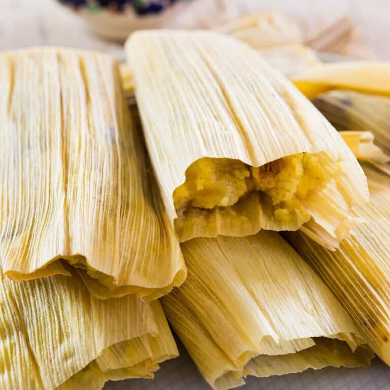 Tamales de Piña con Nueces y Pasas