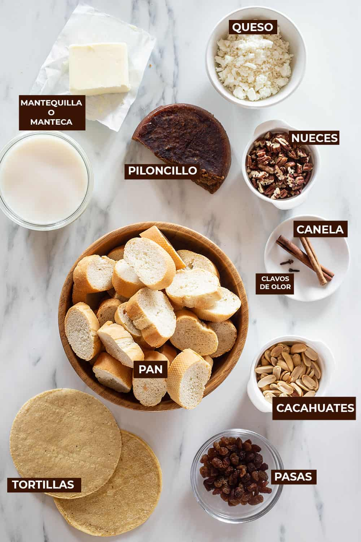 Ingredientes para la capirotada receta mexicana.
