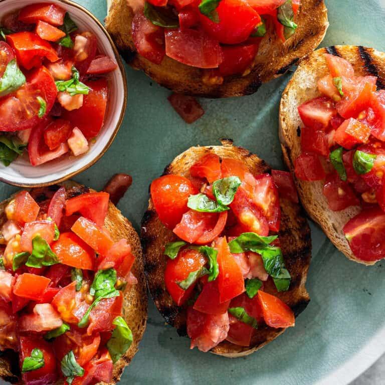 Bruschetta al pomodoro (tomato bruschetta)
