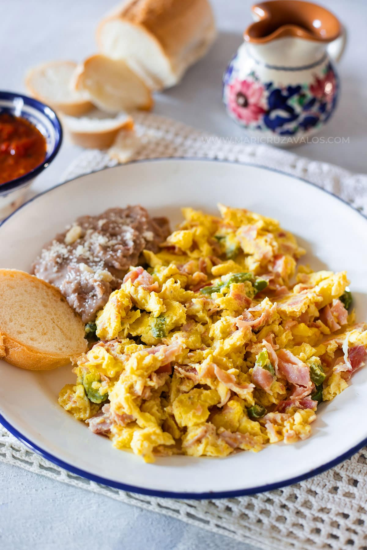 Huevos con jamon served with refried beans.