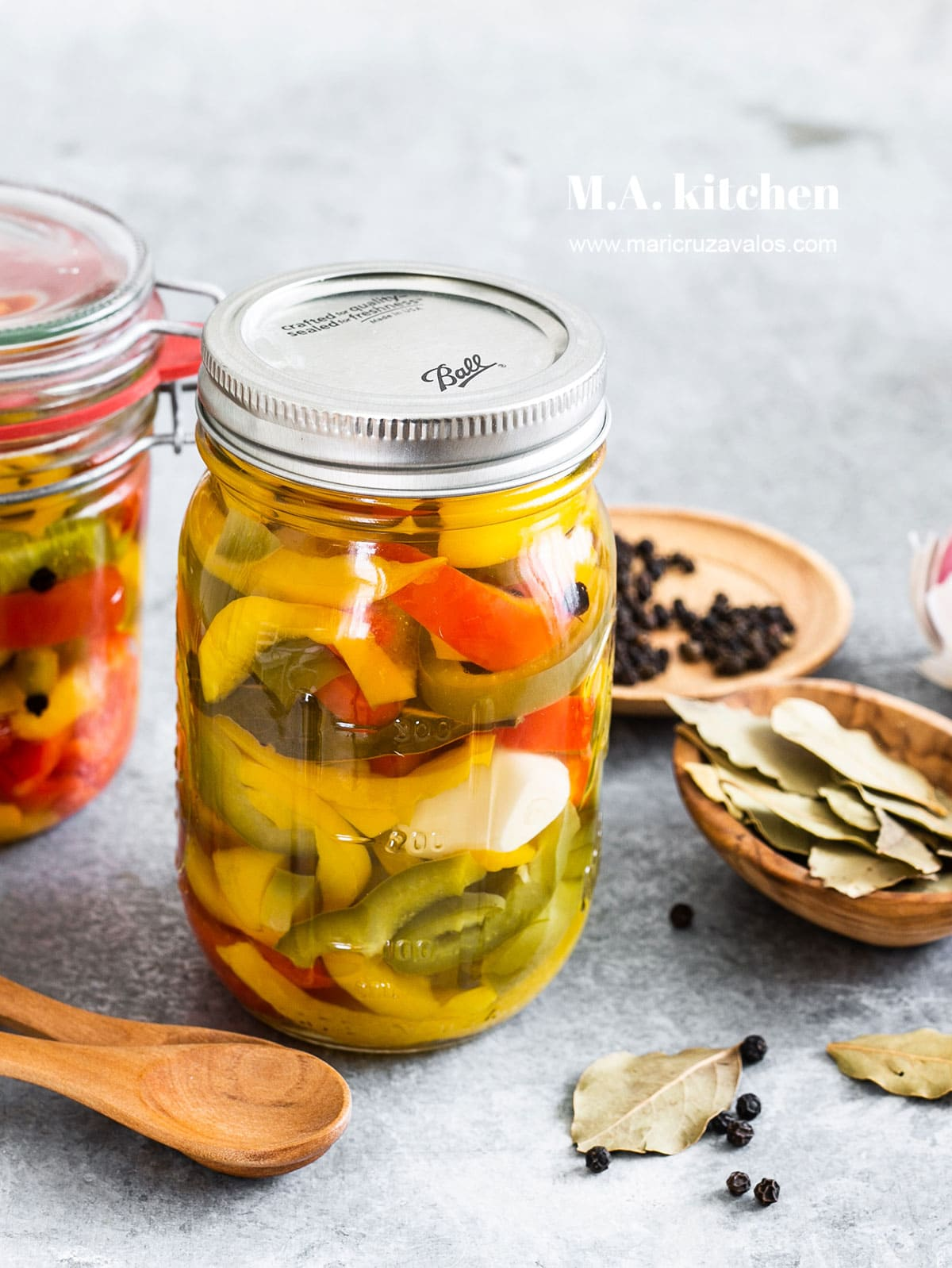 Peperoni sotto aceto. Aka, Italian pickled peppers.